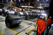 カナダ・オンタリオ州の製鉄所=ロイター