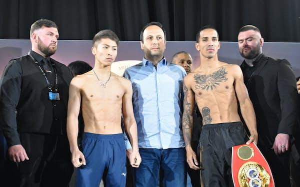計量をともに1回でパスした井上尚弥(左から2人目)とエマヌエル・ロドリゲス(右から2人目)