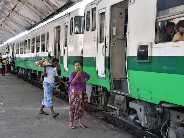 ヤンゴン環状線の改修で、鉄道の利便性向上が見込まれる(18日、ヤンゴン中央駅)