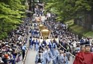 日光東照宮で行われた「百物揃千人武者行列」(18日、栃木県日光市)=共同