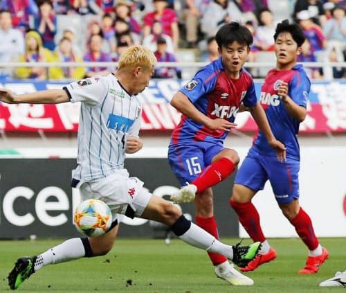 FC東京―札幌 後半、ゴールを決めるFC東京・久保建=中央(18日、味スタ)=共同