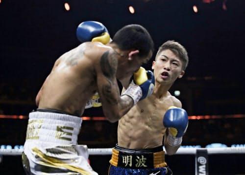 全勝の王者対決も2回TKOで完勝。看板に偽りなしの強さを見せた井上尚=ロイター