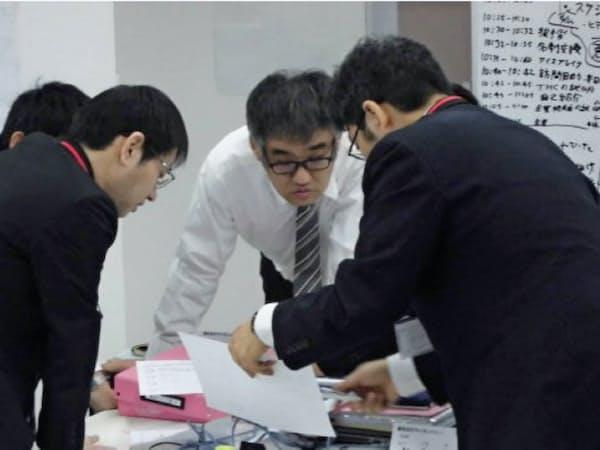 「東京しごと塾」では2カ月にわたりビジネスマナーなどの職務訓練を積む
