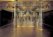 日本遺産に認定された岩手、宮城両県の「みちのくGOLD浪漫」の構成文化財である世界遺産の「中尊寺金色堂」(岩手県平泉町)=共同