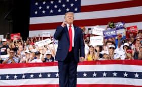 来年の選挙に向け、トランプ氏はもはや存在するか疑わしい浮動層に訴えるより共和党支持者に注力する方がよさそうだ=ロイター