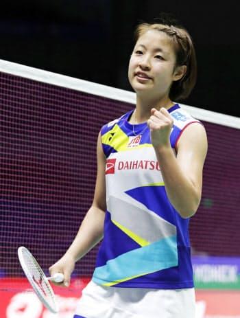 1次リーグ ロシア戦で勝利した女子シングルスの奥原希望(20日、南寧)=共同