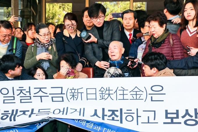 元徴用工問題 政府、「2国間」から転換: 日本経済新聞
