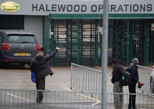英子会社ジャガー・ランドローバーは4月に約1週間、英国の工場を停止した(1月、英リバプール)=ロイター