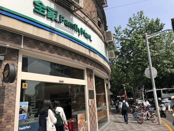 ファミリーマートは中国で第5位、2500以上の店舗網を持ち、特に都市部で存在感を見せている(上海市)