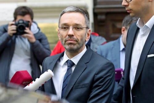 オーストリアではキクル内相ら極右出身の全閣僚が辞任の意向を固めた=ロイター
