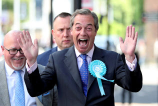 独特の言動で好き嫌いの評価が分かれるファラージ党首だが、ブレグジット党は欧州議会選で第1党になる勢いだ=ロイター