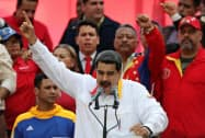 20日、再選1周年を祝う式典で演説するベネズエラのマドゥロ大統領(カラカス)=ロイター