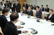 首相官邸で開かれた昨今の交通事故を受けた関係閣僚会議(21日午前)