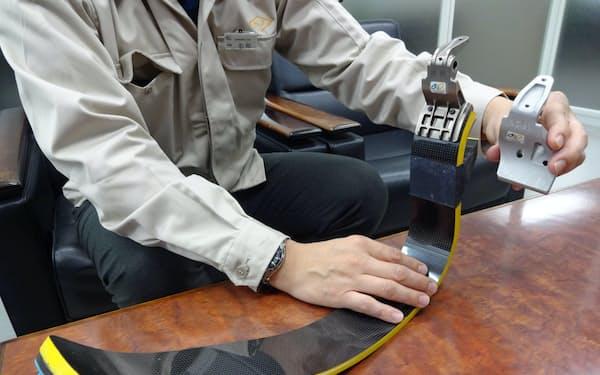 板バネに取り付けるスポーツアダプターは軽さと強度が求められる
