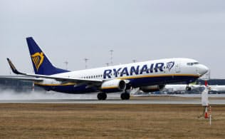 格安航空のライアンエアーはパイロットの給与高騰で苦しい経営を強いられている=ロイター