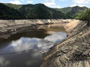 渇水が続く宇連ダムを巡り、新たな悩みが生じている(愛知県新城市)