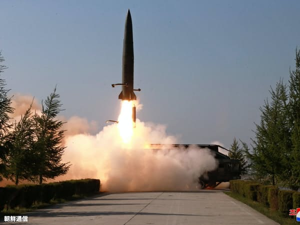 9日に北朝鮮が発射した短距離ミサイル=朝鮮中央通信