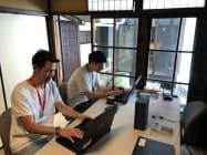 町家オフィスで業務を始めた都市再生課の職員(大津市)