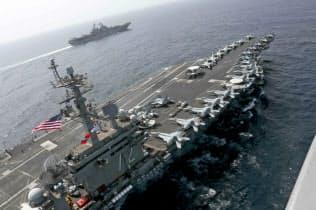 米軍は原子力空母をイラン近海に派遣(写真はAP)