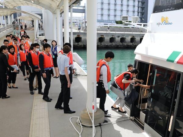 中部国際空港に取り残された人たちを船で搬送する訓練