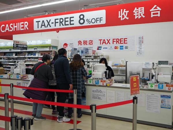 北海道の企業は人手不足と訪日客効果を背景に高水準の賃上げを続けてきた(札幌市内の小売店)