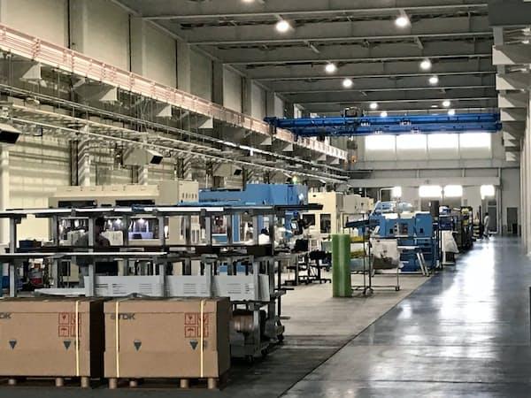 増設した半導体ウエハー研磨装置の生産棟(石川県白山市の本社工場)