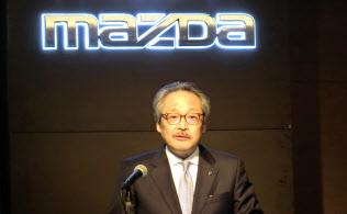 マツダの藤原清志副社長は米中貿易摩擦への懸念を隠さない(9日、広島県府中町)