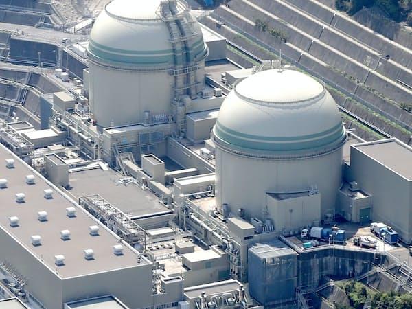 関西電力のテロ対策施設の完成期限が近いのは高浜3号機(左)、続いて4号機となる