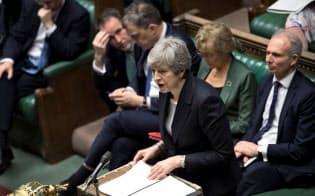 メイ首相は22日、下院で新たなEU離脱協定案について熱心に説明したが、その声は保守党議員にさえ届かなかったようだ=ロイター