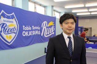 岡山県内2カ所の卓球スクールには老若男女約300人が集まる
