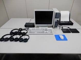 報道公開された、通信傍受に用いる専用のパソコン(東京・霞が関の警察庁)