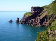 男鹿半島の雄大な景観を海から楽しめる(写真は舞台島)