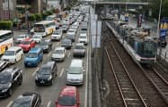 フィリピンは鉄道網が脆弱で慢性的な交通渋滞に悩む(2月、首都マニラ)