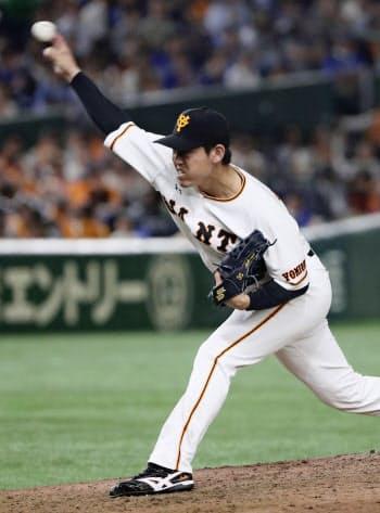 5回途中から登板し、プロ初勝利を挙げた巨人・桜井(23日、東京ドーム)=共同