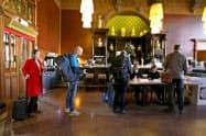 23日、オランダの欧州議会選の投票が実施された(アムステルダムの投票所)=ロイター