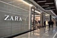 主力ブランド「ZARA(ザラ)」の店舗=AP