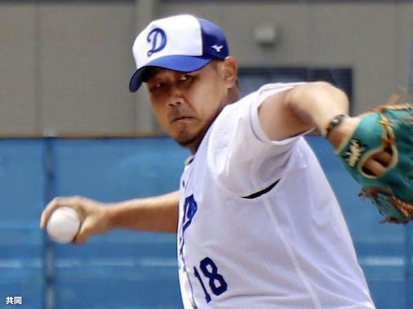 2月のキャンプで右肩を故障して以降、初めて打撃投手を務める松坂=共同