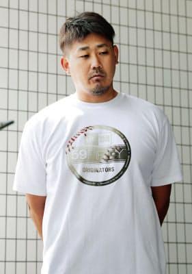 チームの練習日にゴルフをして球団から処分が科されたことを受け、取材に応じる中日・松坂=共同