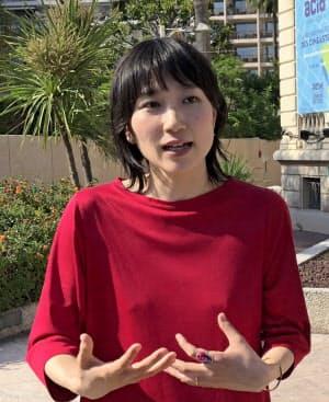 公式上映後にインタビューに応じた吉開菜央監督(23日、カンヌにて)