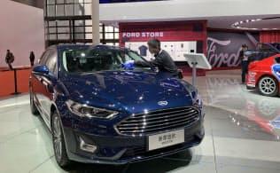 人員を1割減らす米フォードの中国販売も苦戦が続く(上海国際自動車ショー、4月)