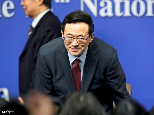 中国の汚職捜査機関から取り調べを受けている証券監督当局の前トップ、劉士余氏(2016年の記者会見)=ロイター