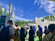瀬戸芸の春会期、会場には多くの観光客が訪れた(21日、香川県の男木島)