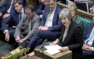 英下院でのEU離脱審議で発言するメイ首相=ロイター・共同