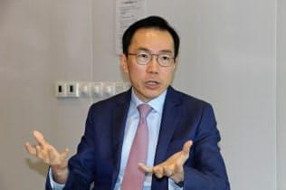 シンガポール経済開発庁のベー長官は、各国から投資を受け入れる重要性を強調した