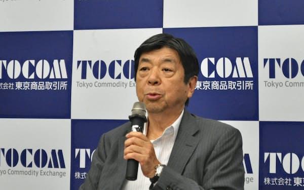2019年3月期決算を発表する東京商品取引所の浜田隆道社長(24日、東京・中央)