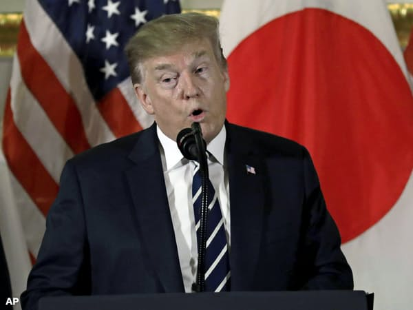 25日、トランプ米大統領は東京で日本の企業関係者と懇談した=AP