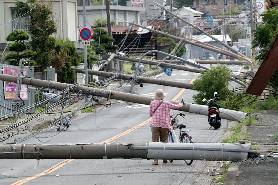 電柱、重要道から撤去可能に 国交省が防災へ新制度