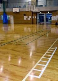 男子バレーボール部員がコーチから体罰を受けた兵庫県尼崎市立尼崎高の体育館=共同