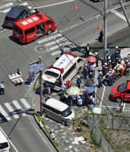 保育園児らの列に車が突っ込んだ事故現場(8日、大津市)=共同