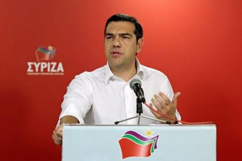 26日、EU議会選の結果を受けて記者会見するチプラス首相(アテネ)=ロイター
